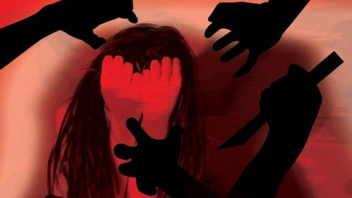 Mumbai: 8-month pregnant 15-year-old girl found on railway station, stepbrother among 2 booked for forcing her into prostitution