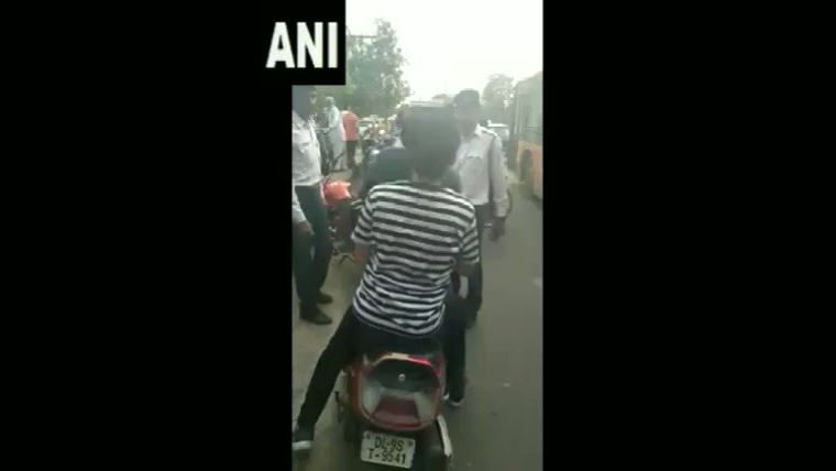 Woman and her friend allegedly misbehaving with Delhi traffic cop