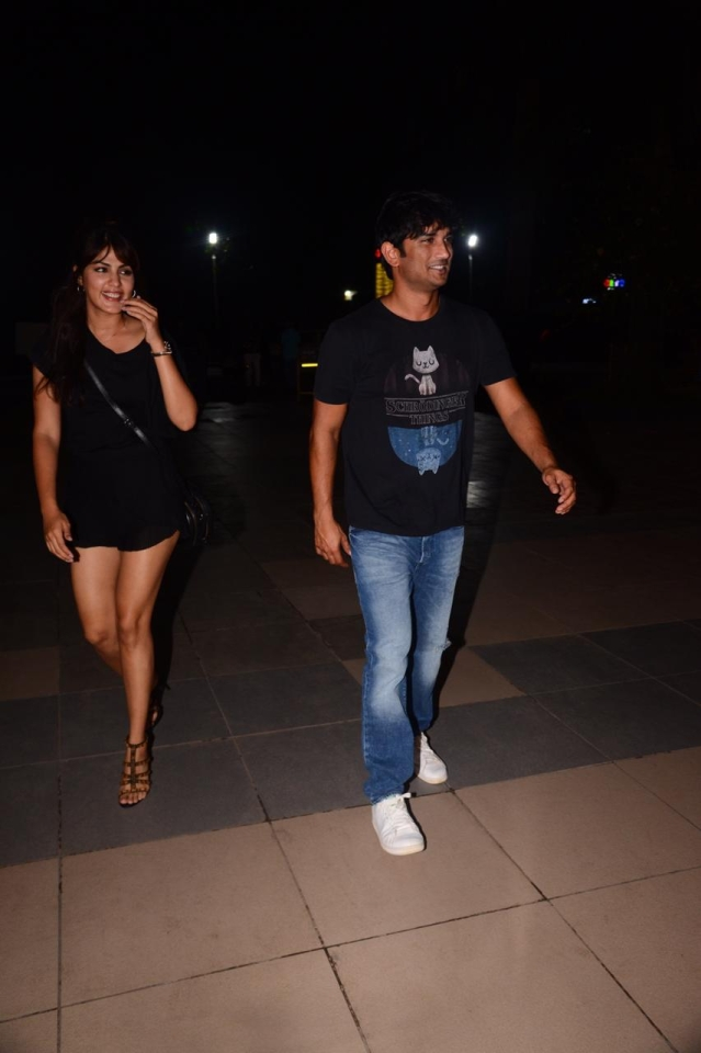 Rhea Chakarborthy and Sushant Singh Rajput Last Night spotted Dirty Buns in Kamala Mill