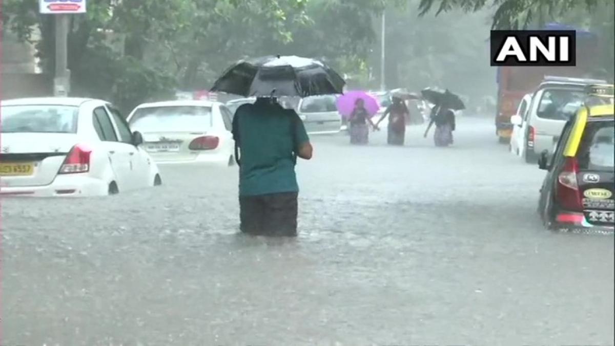 Heavy rains lash Mumbai, waterlogging causes traffic snarls