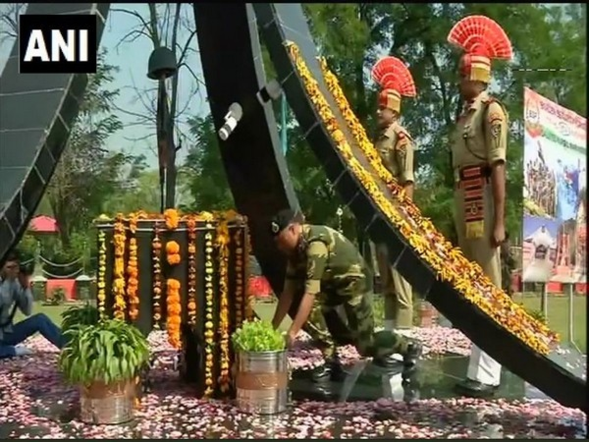 BSF pays tributes to Kargil war heroes on Kargil Vijay Diwas