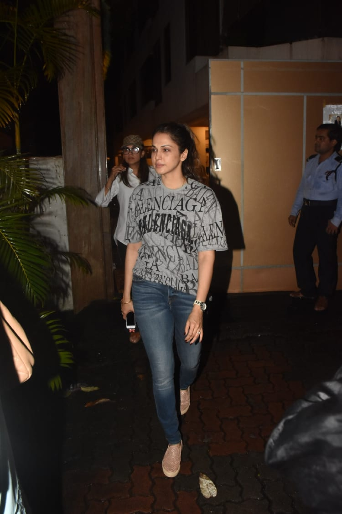 Malaika Arora, Suniel Shetty and other celebs visit Kehkasshan Patel, after husband Areef's sudden death