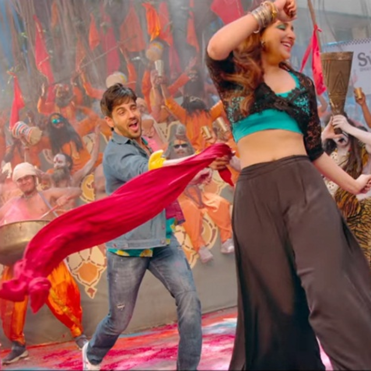 'Jabariya Jodi' song 'Khadke Glassy' out, features Sidharth, Parineeti celebrating Holi