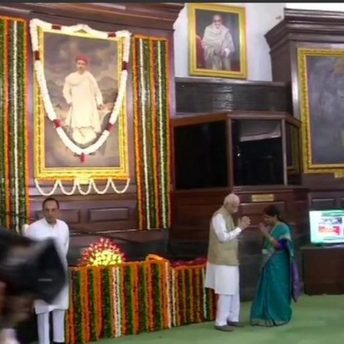 LK Advani pays tribute to Bal Gangadhar Tilak on 163rd birth anniversary
