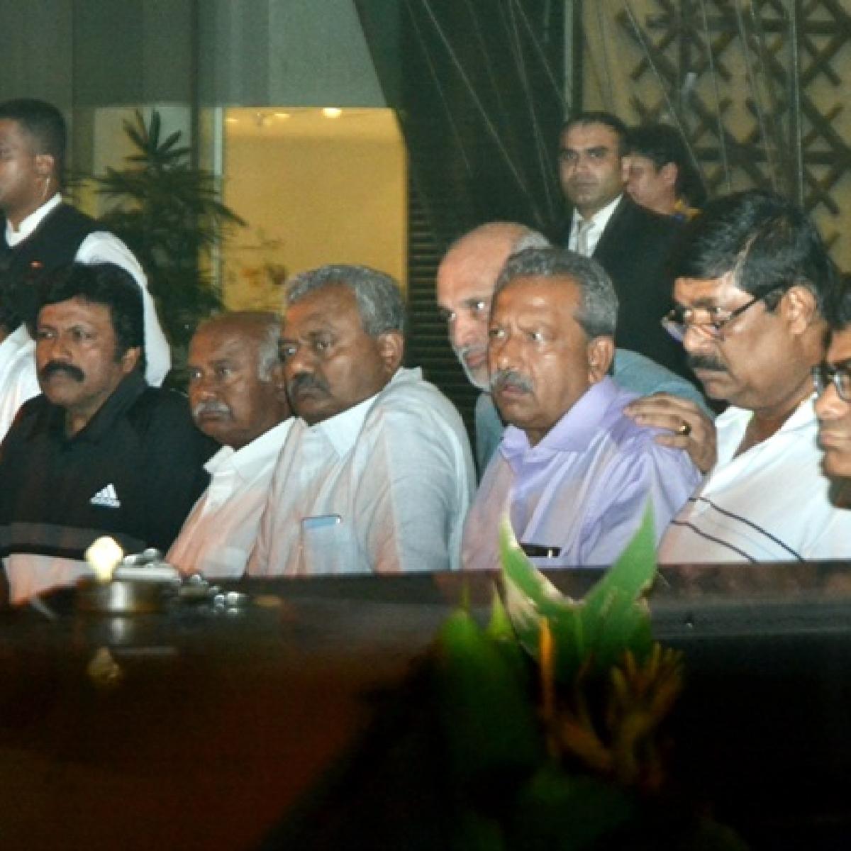 Karnataka MLAs write to Mumbai Police, say don't want to meet Congress leaders