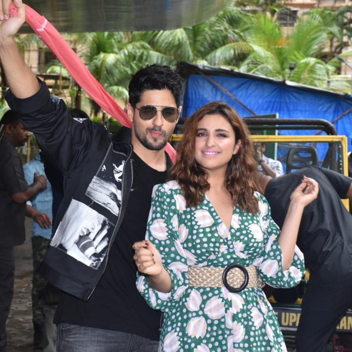 Sidharth Malhotra, Parineeti Chopra make a quirky arrival at 'Jabriya Jodi' trailer launch