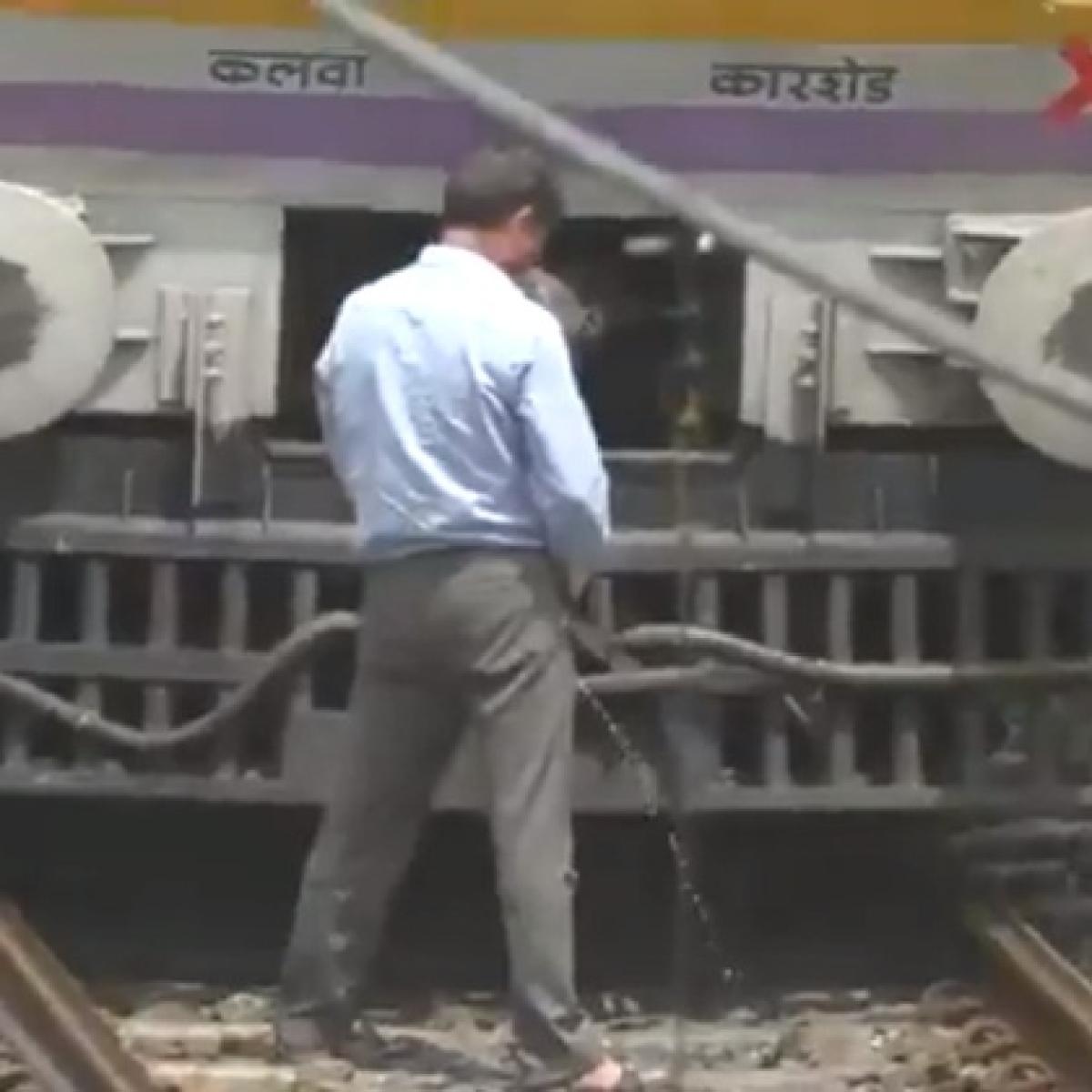 Mumbai loo-cal: Central Railway motorman halts local train between Ambernath and Ulhasnagar to pee on track, video goes viral
