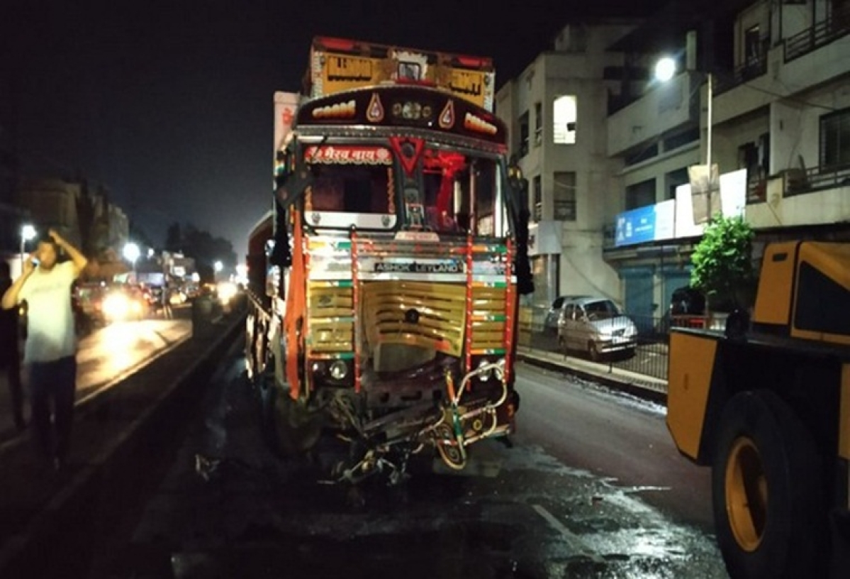 Maharashtra: 9 dead on spot in accident between car and truck on Pune-Solapur highway