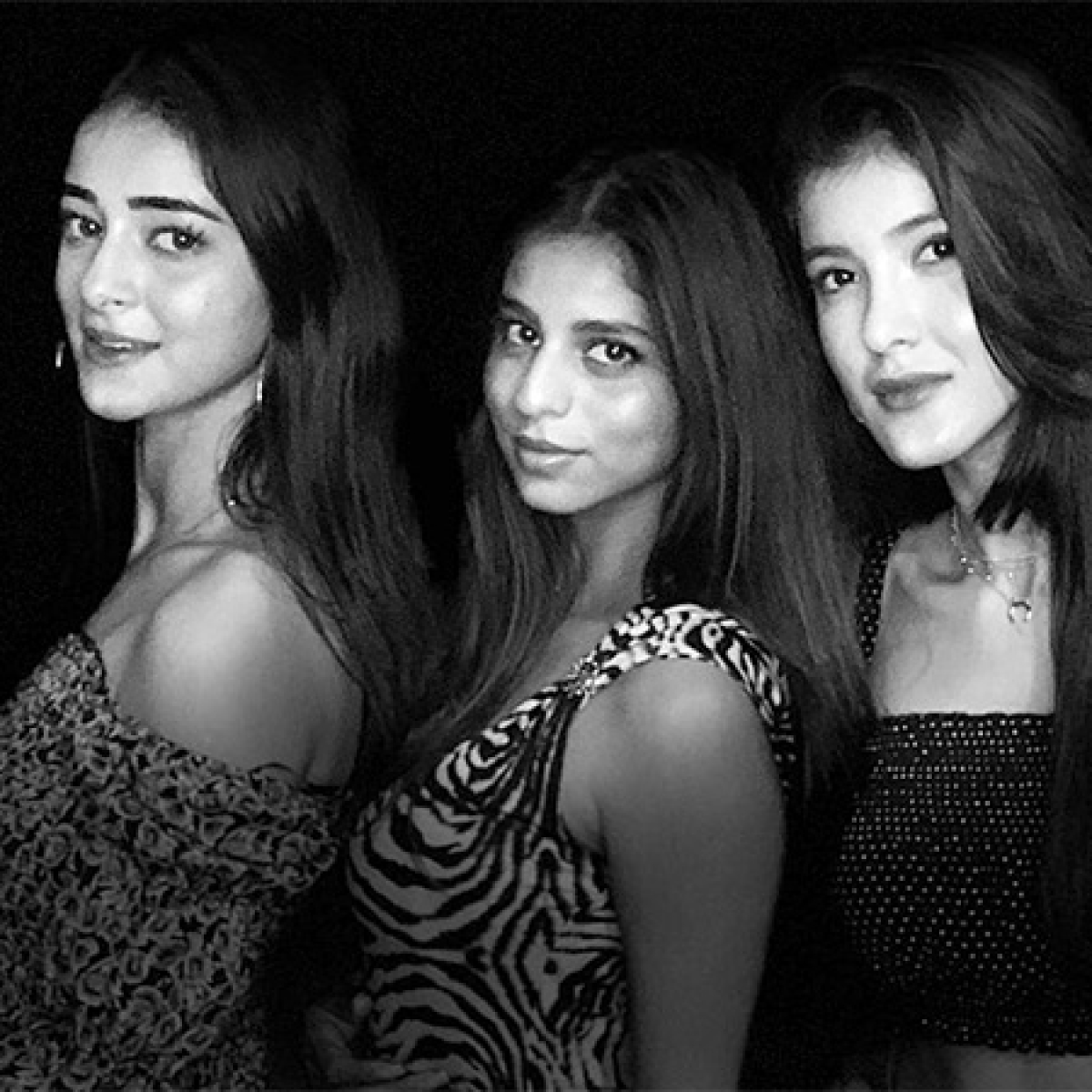 Shah Rukh Khan turns photographer for Suhana Khan, Ananya Panday, and Shanaya Kapoor