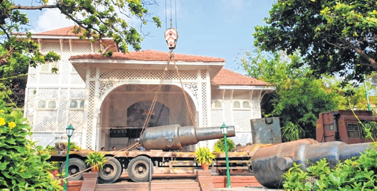 Mumbai: Twin cannons shifted, installed prominently at Raj Bhavan