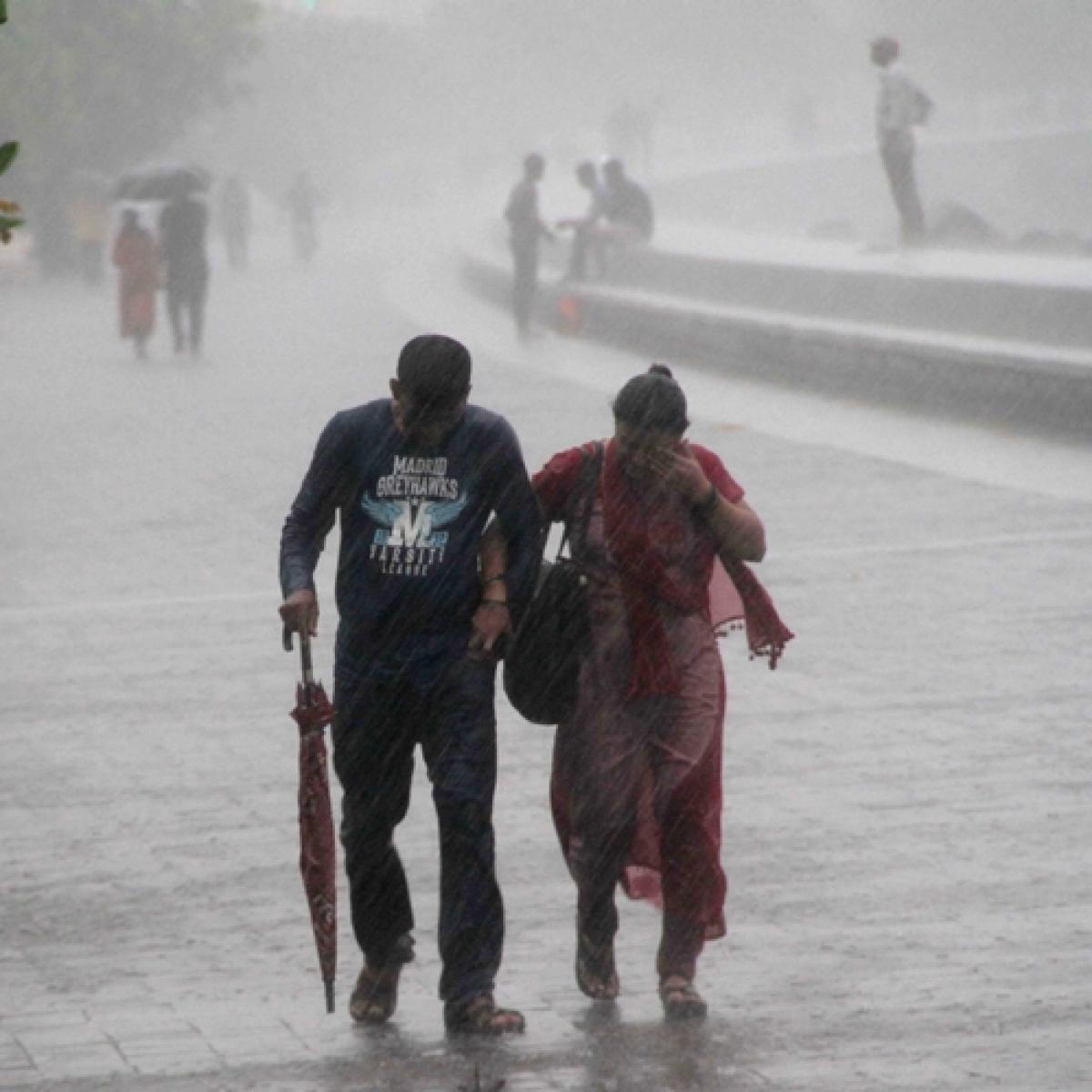 Heavy rains continue to lash Mumbai, schools ordered shut