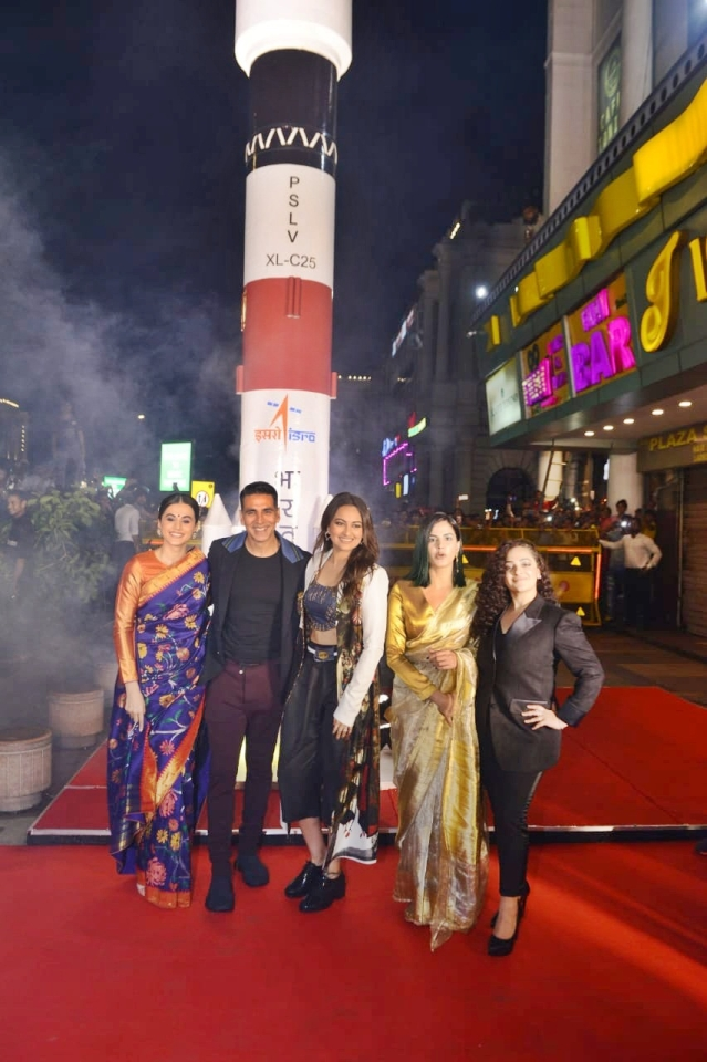 'Mission Mangal' team is busy promoting the film around the country and yesterday Akshay Kumar and his girl gang at PVR plaza in the city.