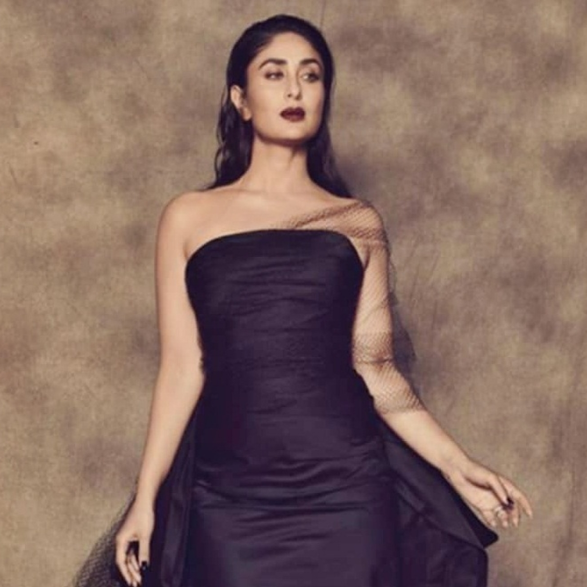 Kareena Kapoor Khan turns 'Black Beauty' at Lakme Fashion Week W/F Grand Finale