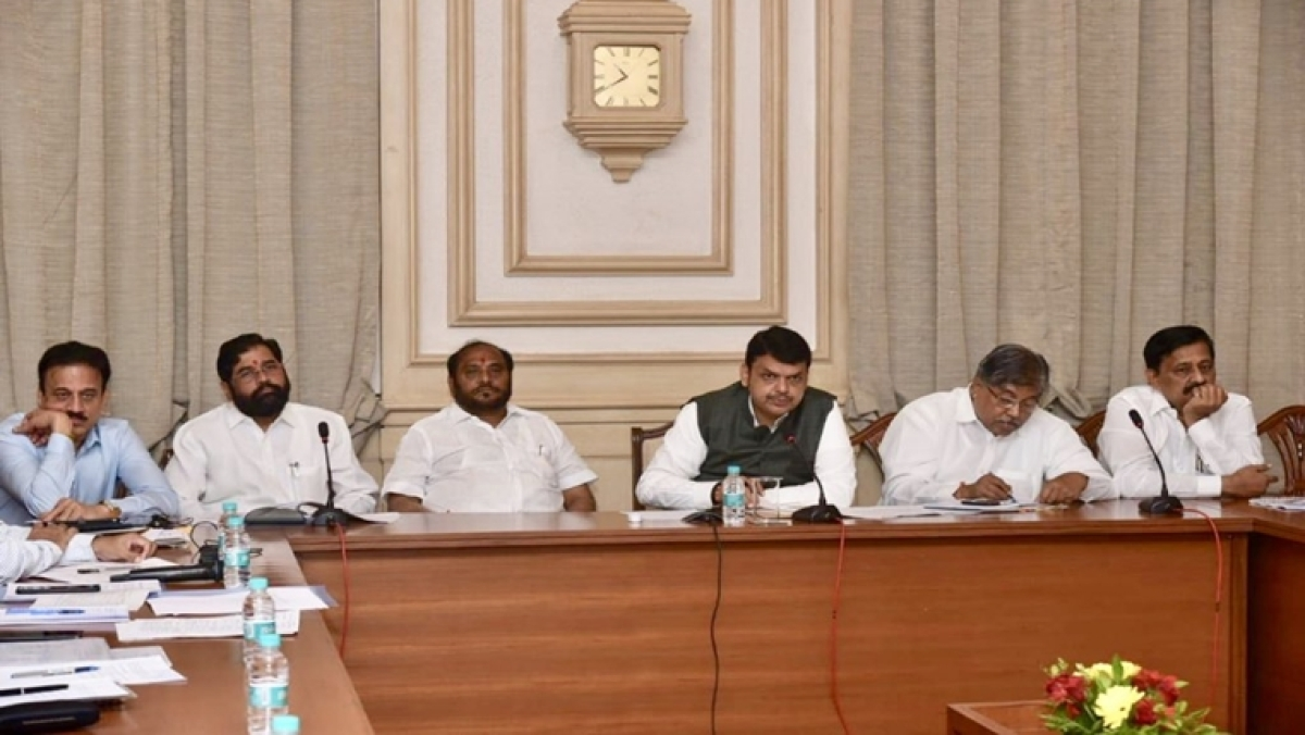Maharashtra CM Devendra Fadnavis cancels 'Maha Janadesh Yatra' for the day in Sushma Swaraj's honour
