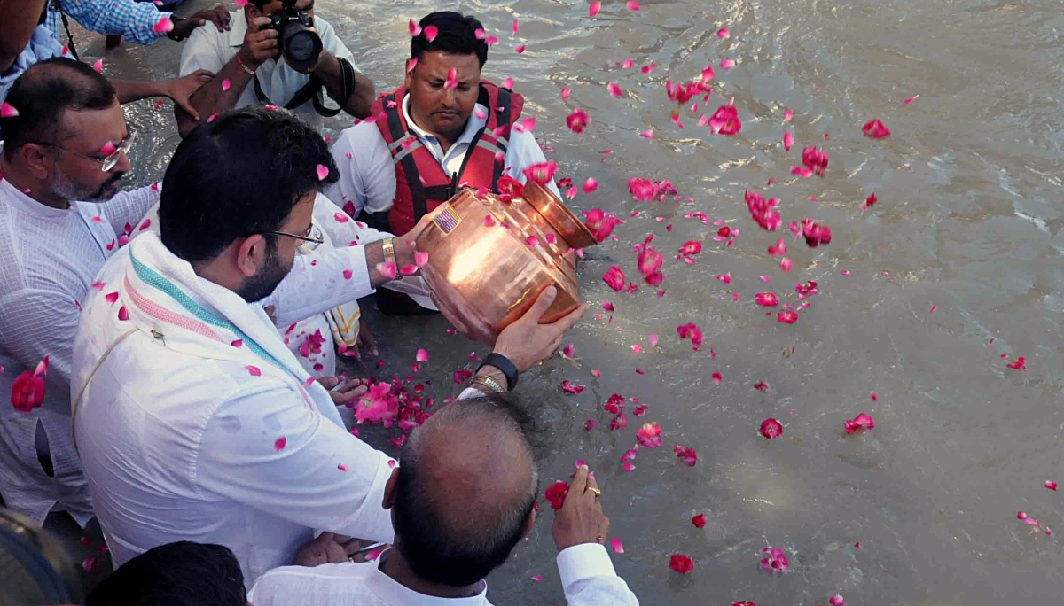 Arun Jaitley's ashes immersed by son Rohan in Ganga