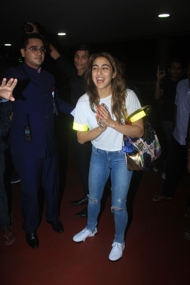 Sara Ali Khan pairs casual airport look with this quirky Bag worth Rs 12k
