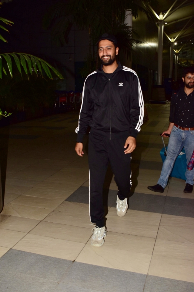 URI star Vicky Kaushal and Bollywood's Newbie Ananya Panday spotted by paps at Domestic airport of Mumbai at midnight.