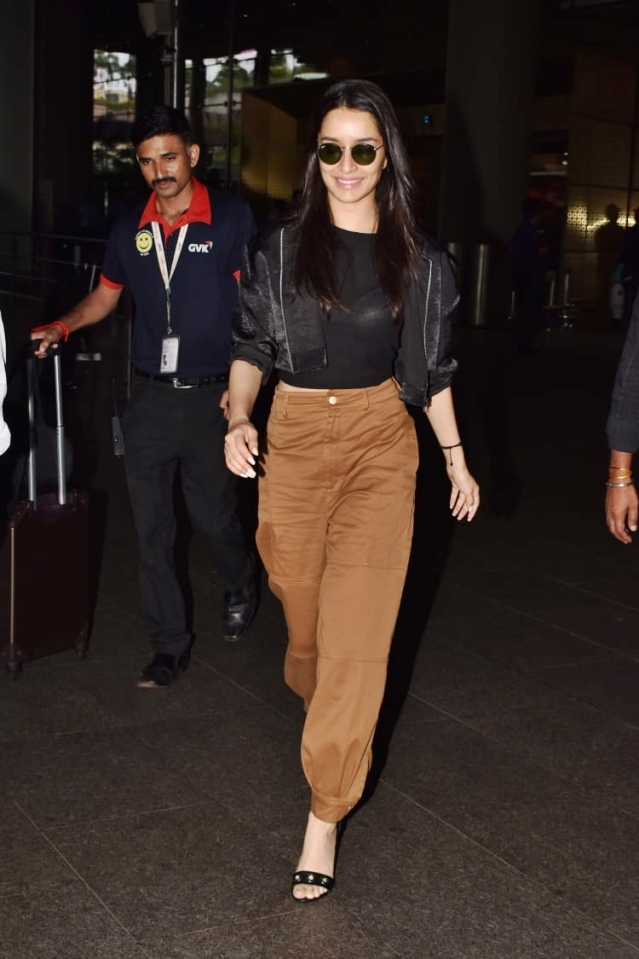 Baaghi actress Shraddha Kapoor was seen on the Mumbai airport today, as she was back from Hyderabad.