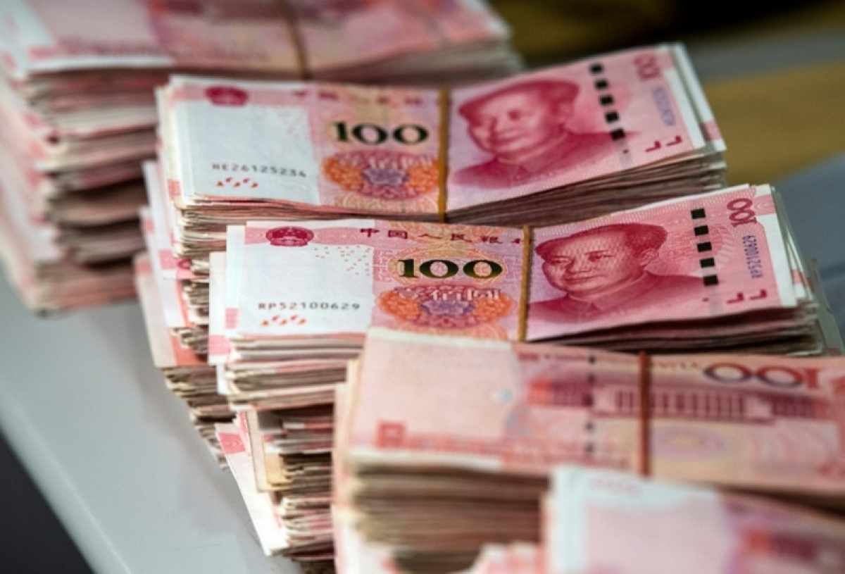 Chinese offshore yuan falls to weakest level against dollar since 2010