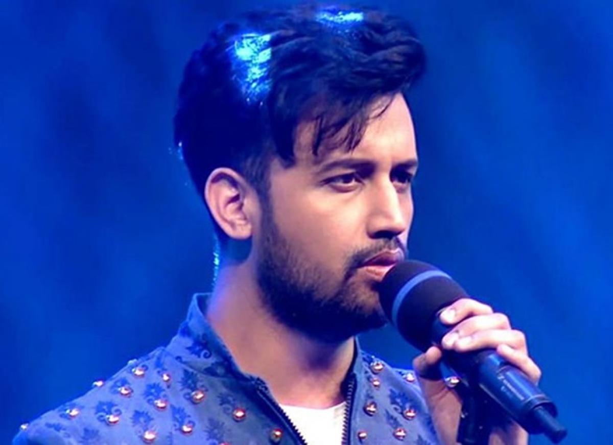 Singer Atif Aslam gets slammed for tweeting 'condemns violence in Kashmir'