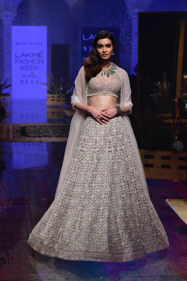 Diana Penty Showstopper for Riddhi Mehra At LFW 2019