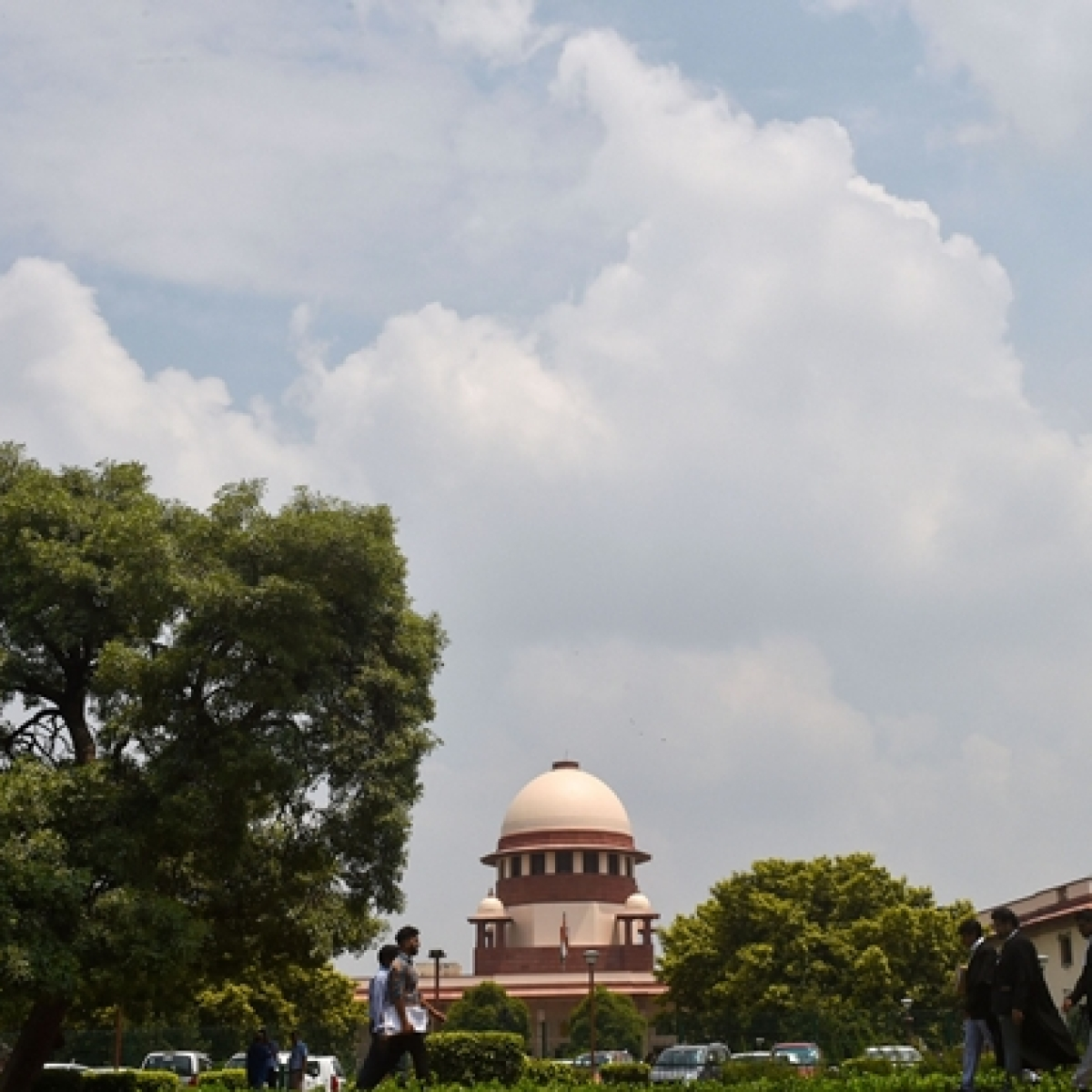 SC speaks with Shahjahanpur girl, orders Delhi police to bring her parents