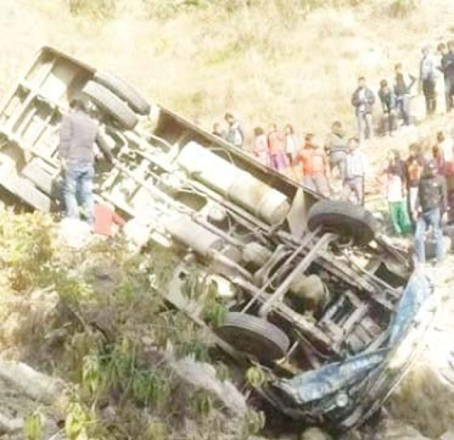 24 killed in Pak accident after bus falls into ditch