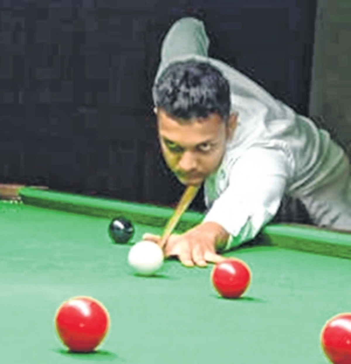 In-form Sanjay Gamre and Chinmay Gawde score convincing victories