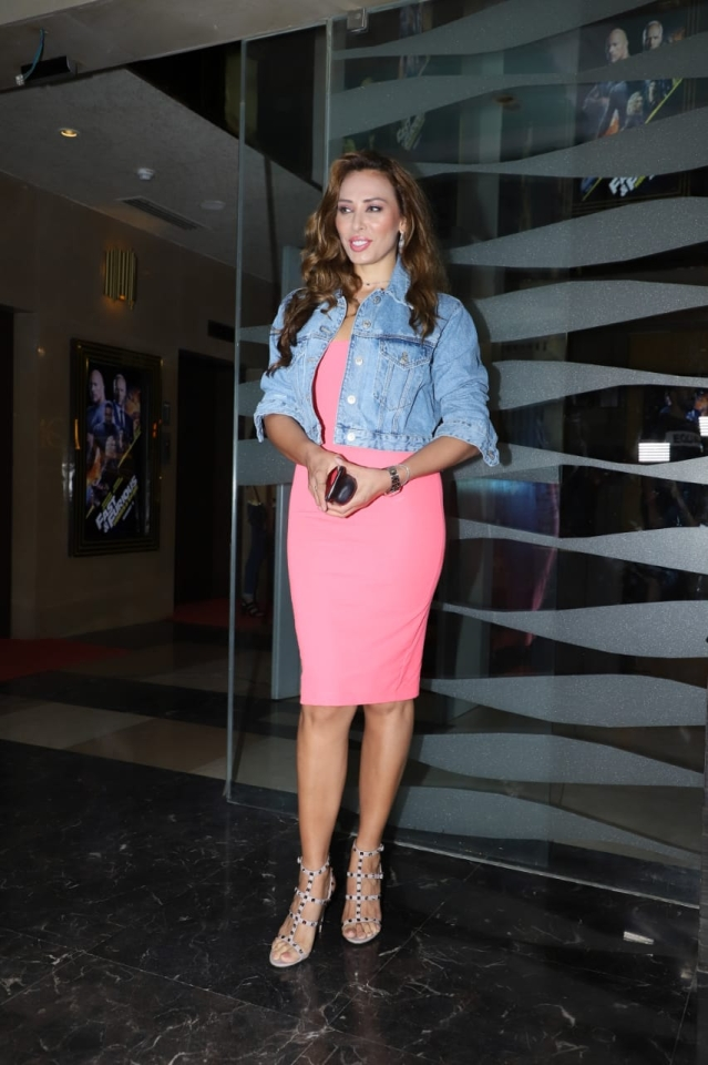 Salman Khan's rumoured girlfriend Iulia Vantur was sporting a pink body con dress with a jeans jacket.