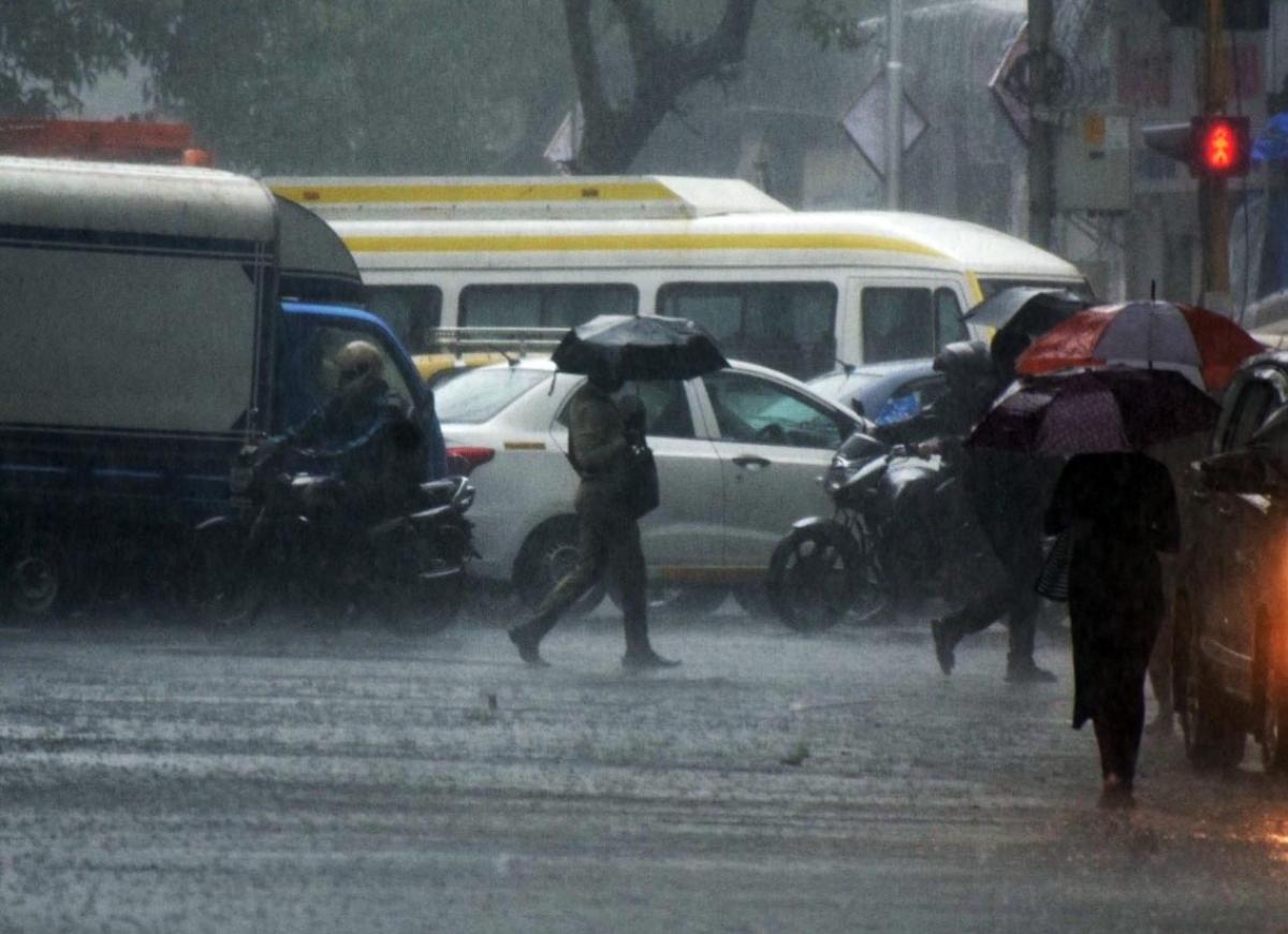 IMD predicts thunderstorm, light rain in Mumbai, Thane, Raigad