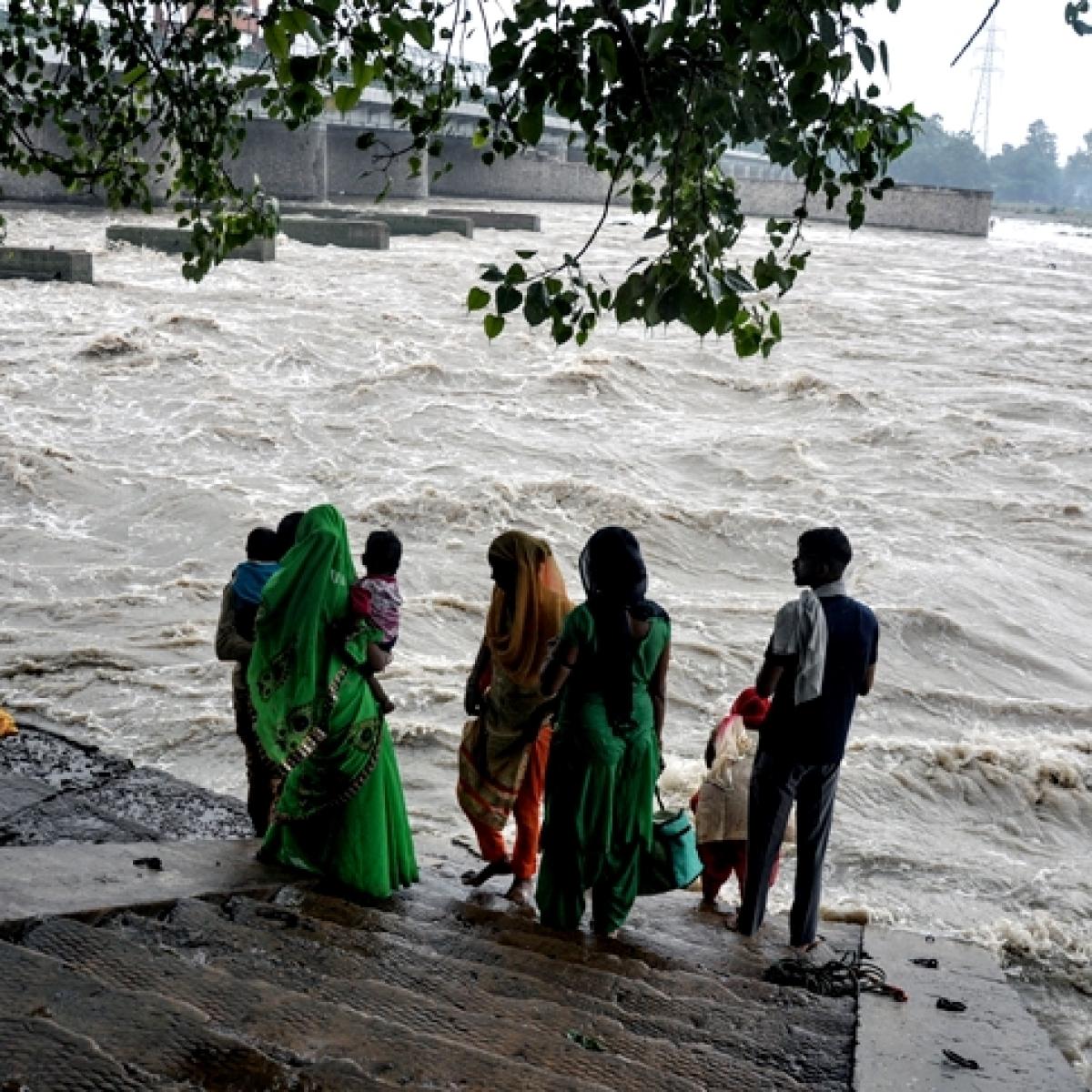 Mathura on edge as Yamuna flows close to danger mark