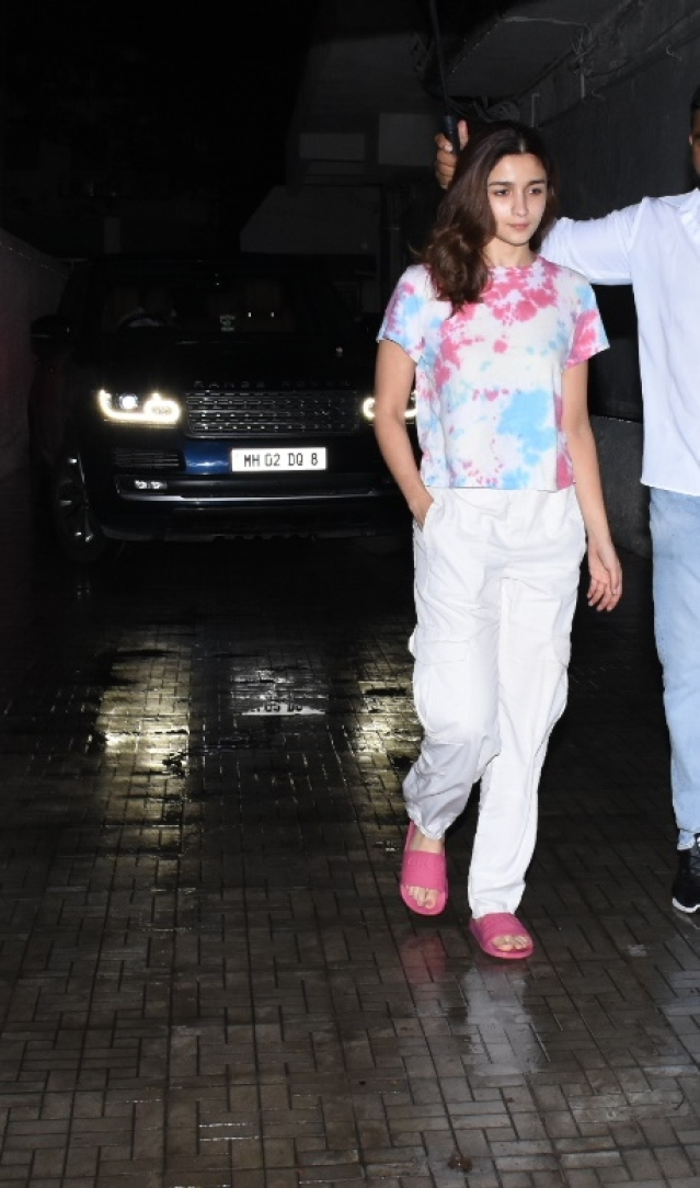Alia Bhatt and Ranbir Kapoor who are currently working on Dharma Productions 'Brahmastra' was seen outside the Old Dharma Office in Khar. Both were wearing casual outfits while Alia was seen in a white pant and color full T-shirt, beau Ranbir was seen in a plain grey sweatshirt.