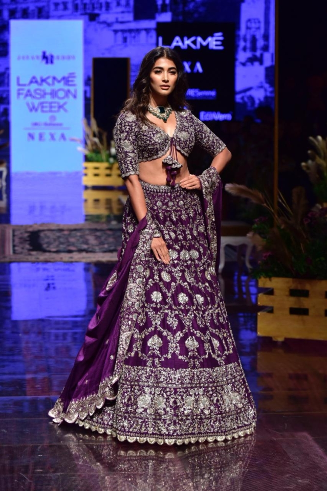 Pooja Hegde Showstopper for Jayanti Reddy At LFW 2019