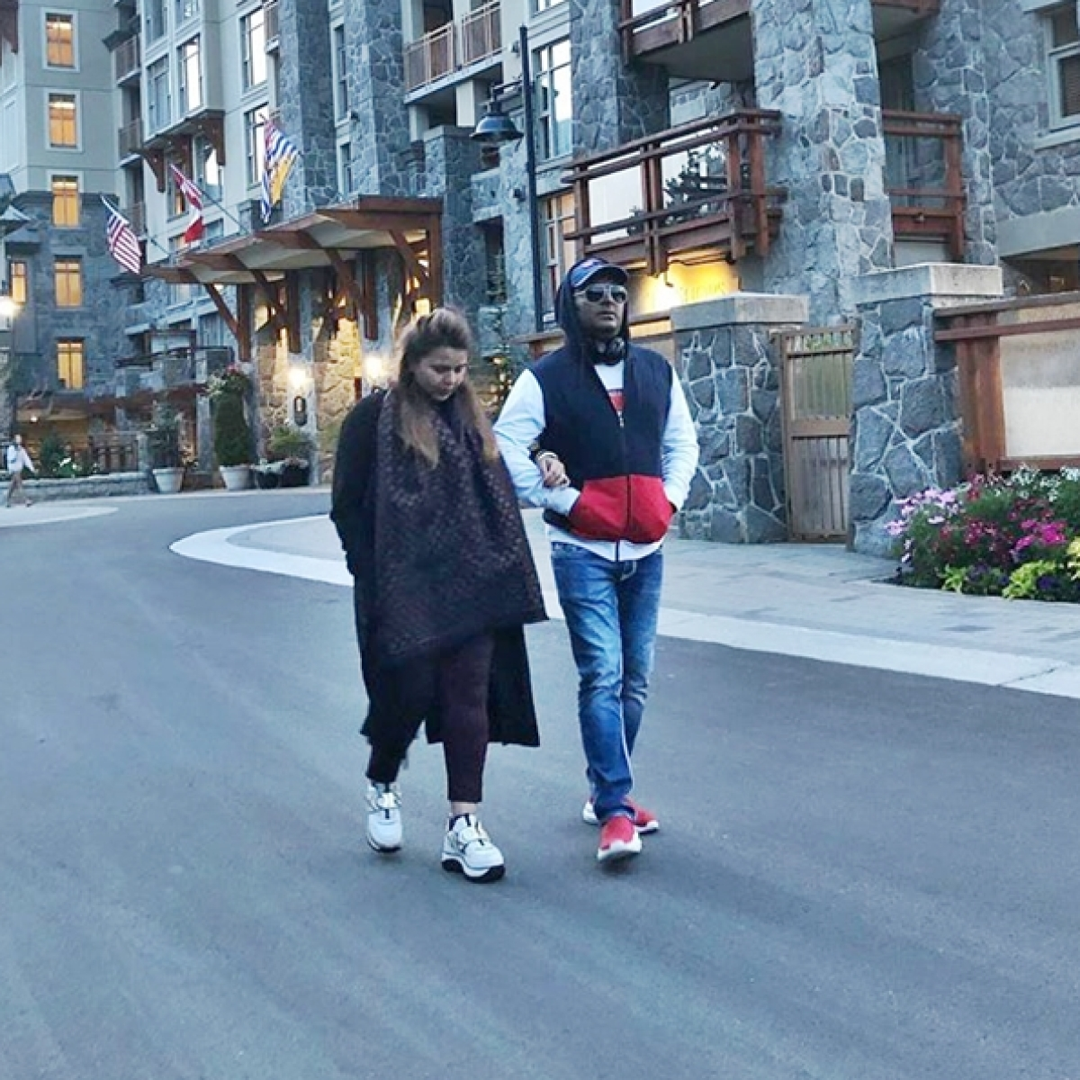 Kapil Sharma shares picture with wife from babymoon in Canada