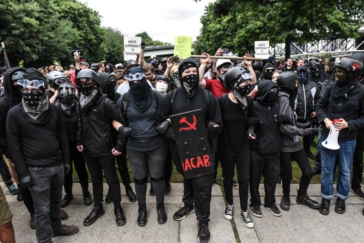 Portland rally: Far-right & anti-fascist groups face off