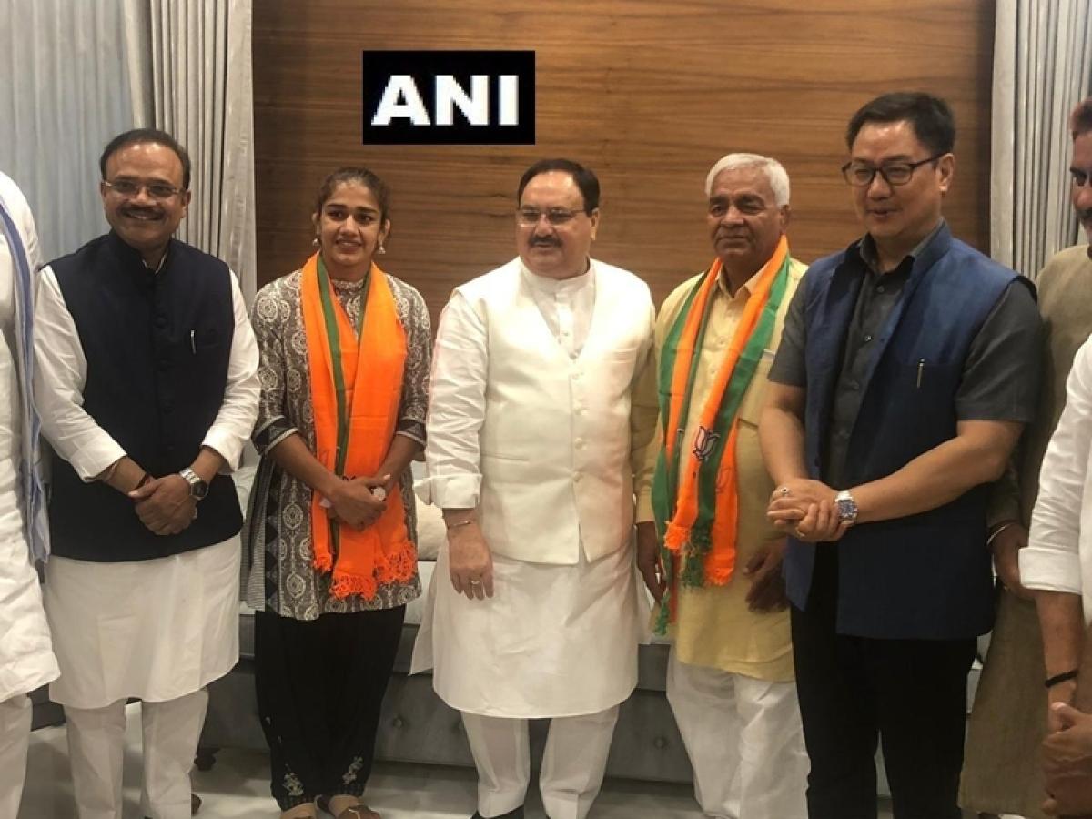 Wrestler Babita Phogat, her father Mahavir Phogat join BJP