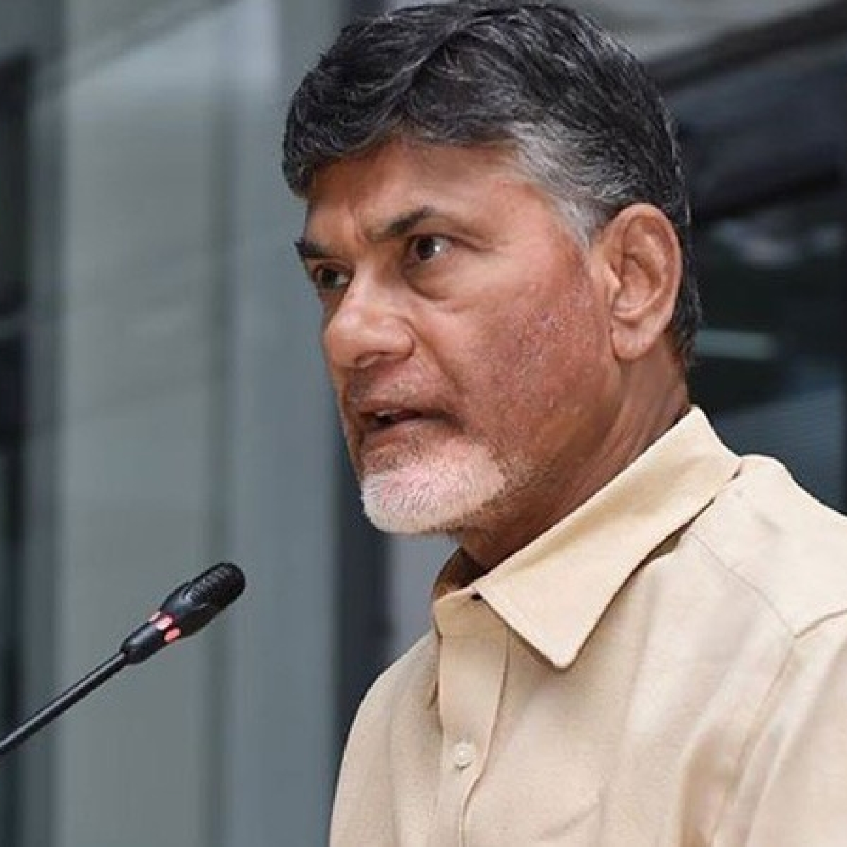Stone pelting on N Chandrababu Naidu's convoy during Amaravati visit