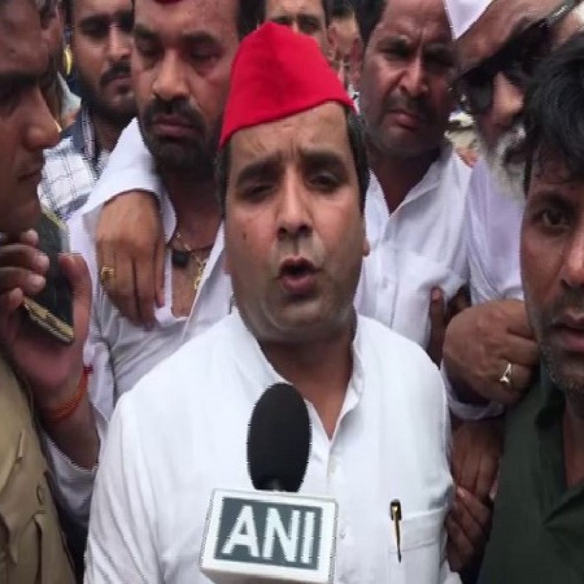 SP workers heading to Rampur to support Azam Khan, son stopped by UP police in Moradabad