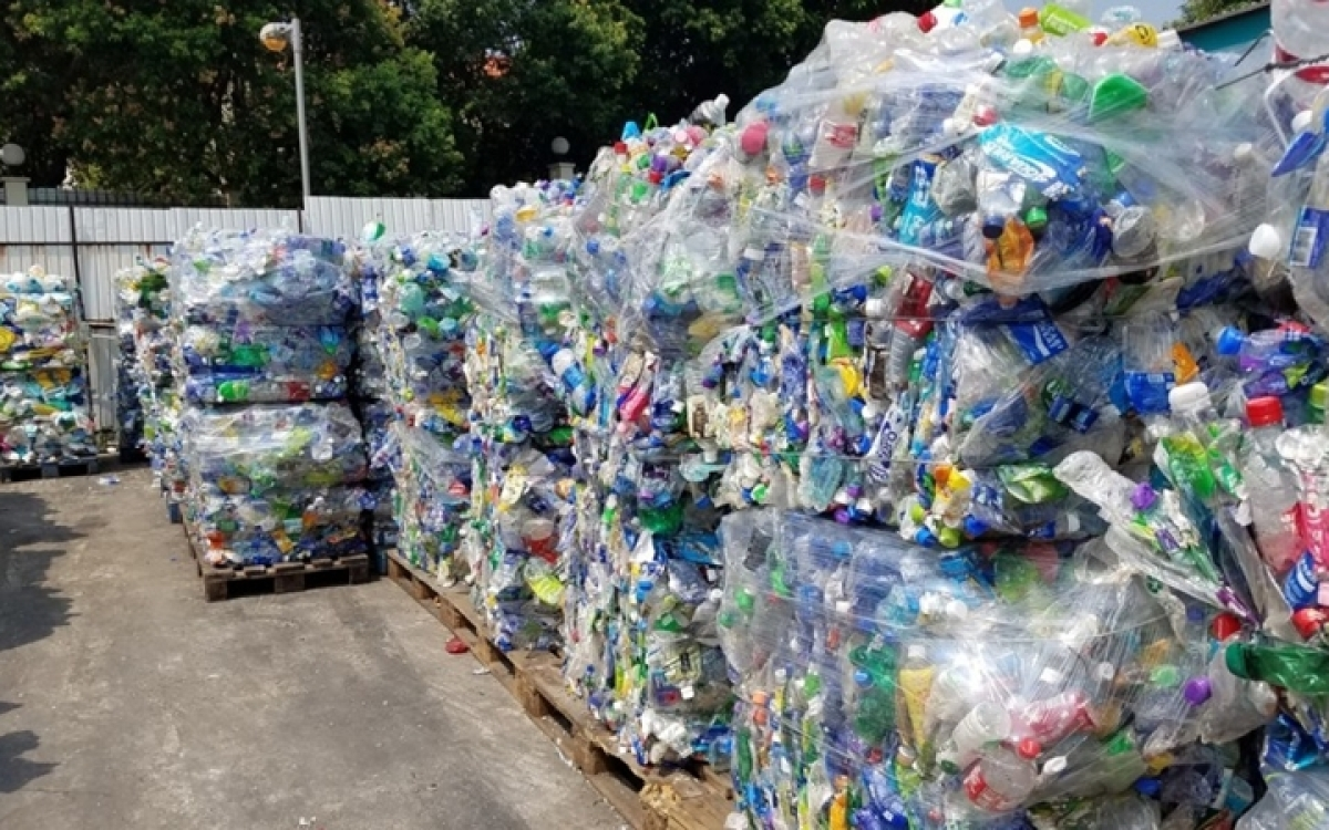Malaysia seeks origin of about 200 shipping containers contain plastic waste