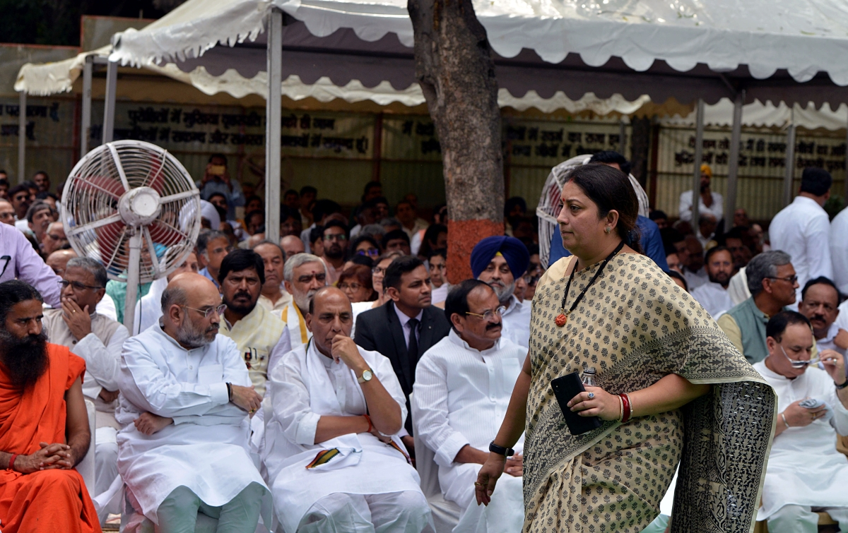 Union Minister for Women and Child Development Smriti Zubin Irani arrives to attend the funeral of former Finance Minister Arun Jaitley at Nigambodh Ghat in New Delhi