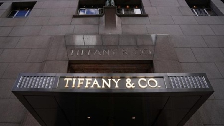 Now girl's from Mumbai and Delhi can get a blue Tiffany box as reliance teams up to open stores