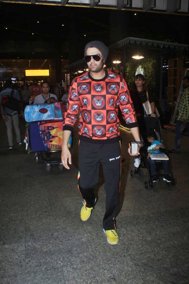 Manish Paul also spotted at Mumbai airport by paparazzi.