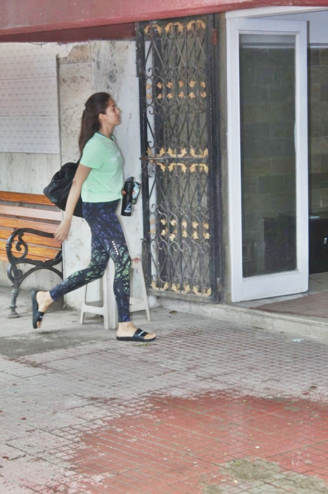 Mira Rajput was spotted in a green t-shirt for her Pilates on Wednesday morning.
