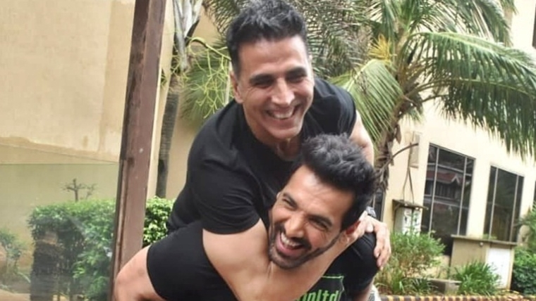 What clash? Akshay Kumar, John Abraham's 'bromance' wins hearts