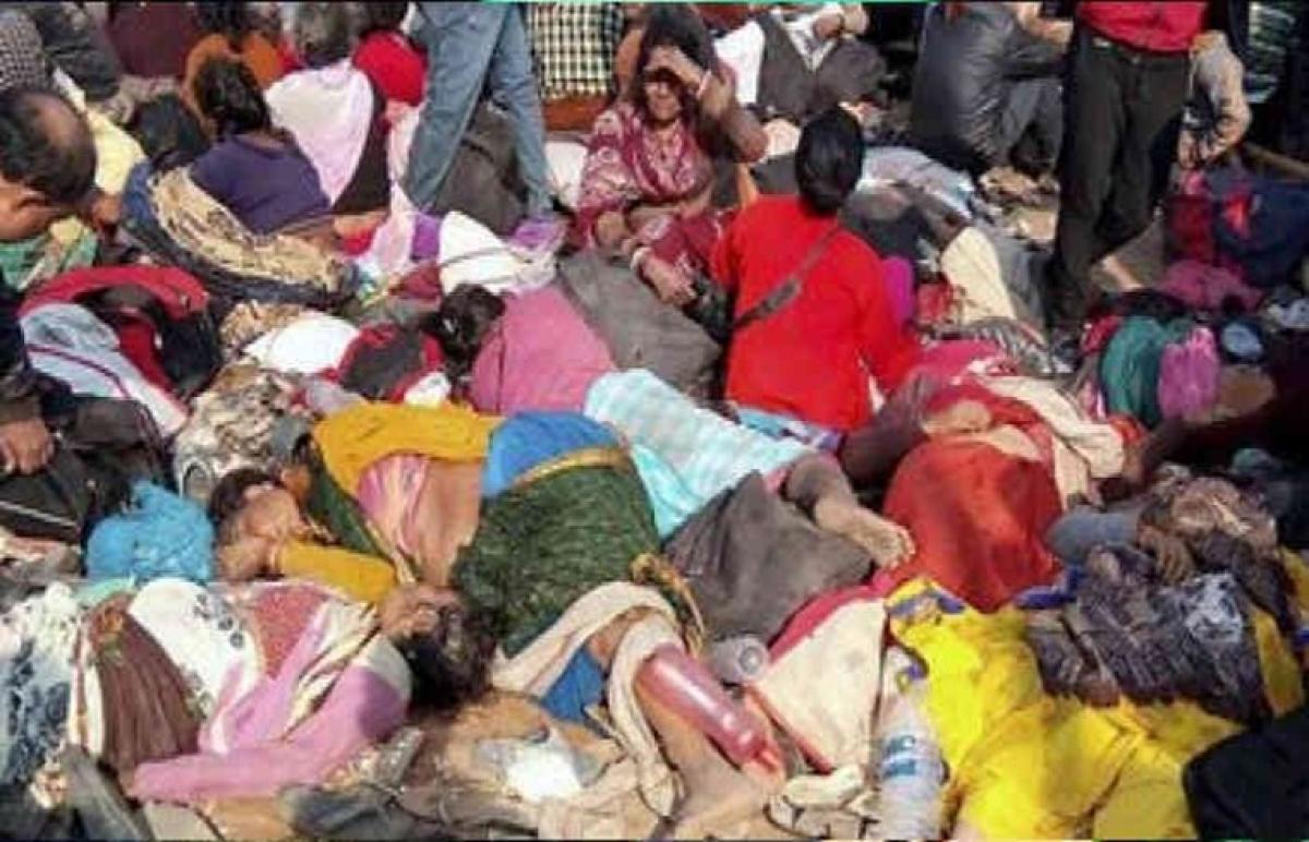 6 dead, 26 injured in Bengal temple stampede