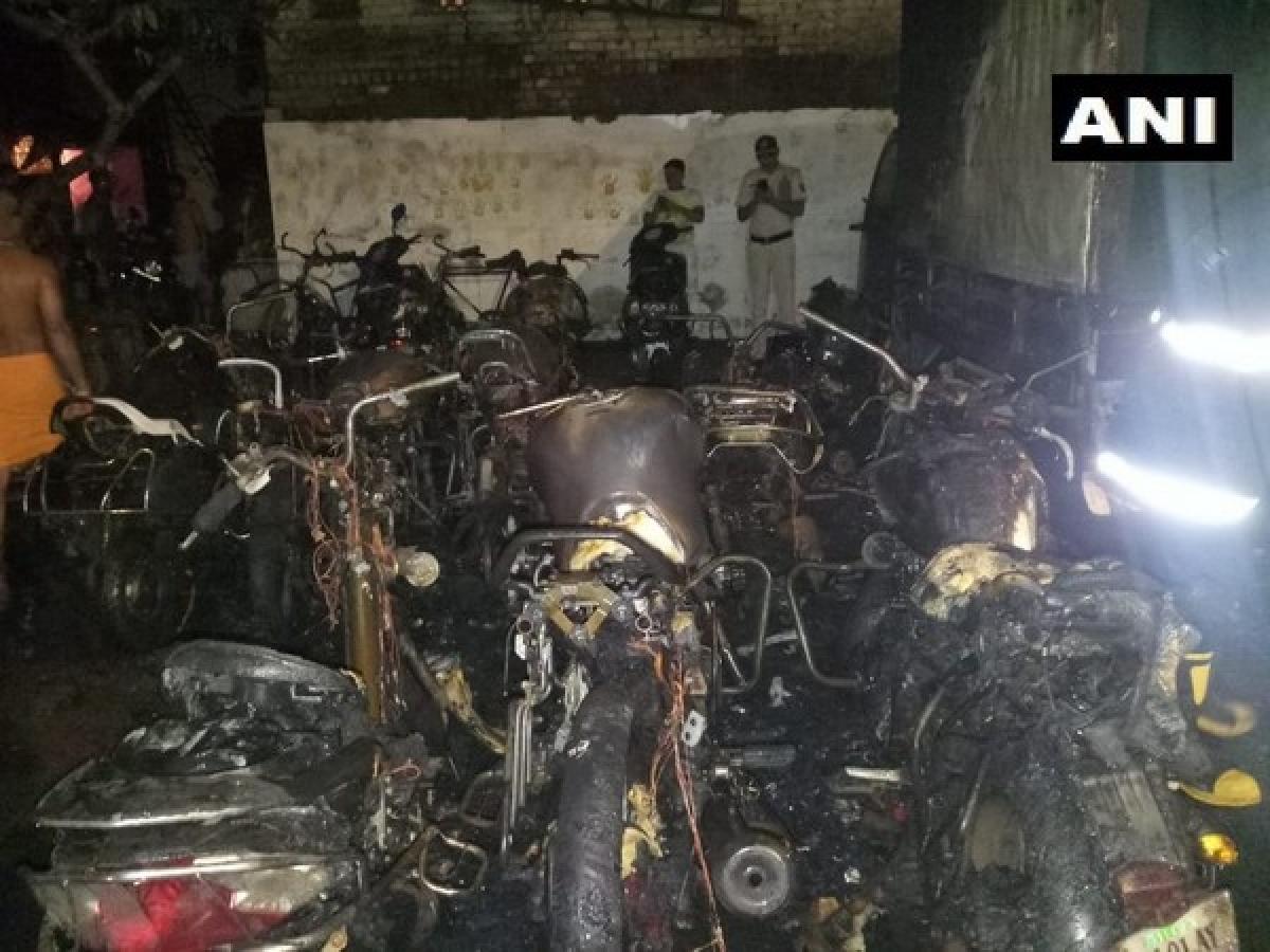 Mumbai: 22 bikes, 2 four-wheelers gutted in fire at Vijay Nagar of Antop Hill