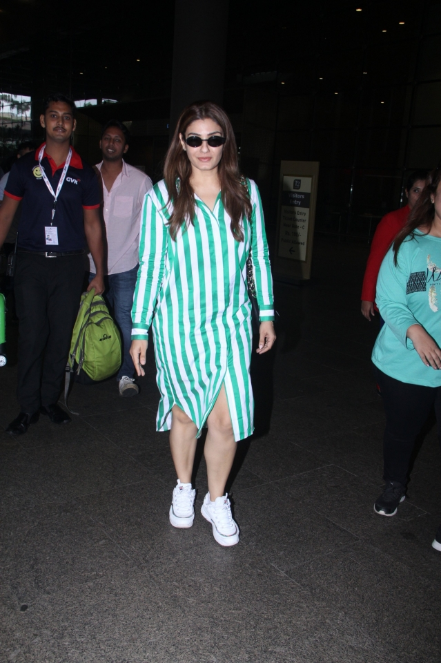 Raveena Tondon, Vidyut Jamwal, and Diana Penty were clicked by shutterbugs at the busiest Mumbai airport yesterday morning as they were heading out of the city.