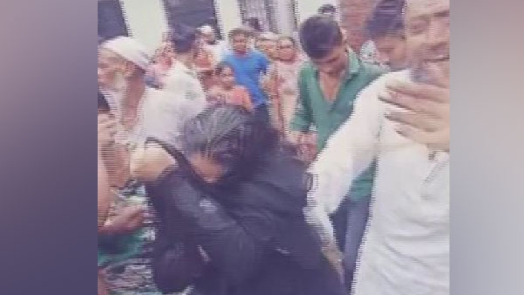 A woman was thrashed by mob on suspicion of child-lifting in Saharanpur