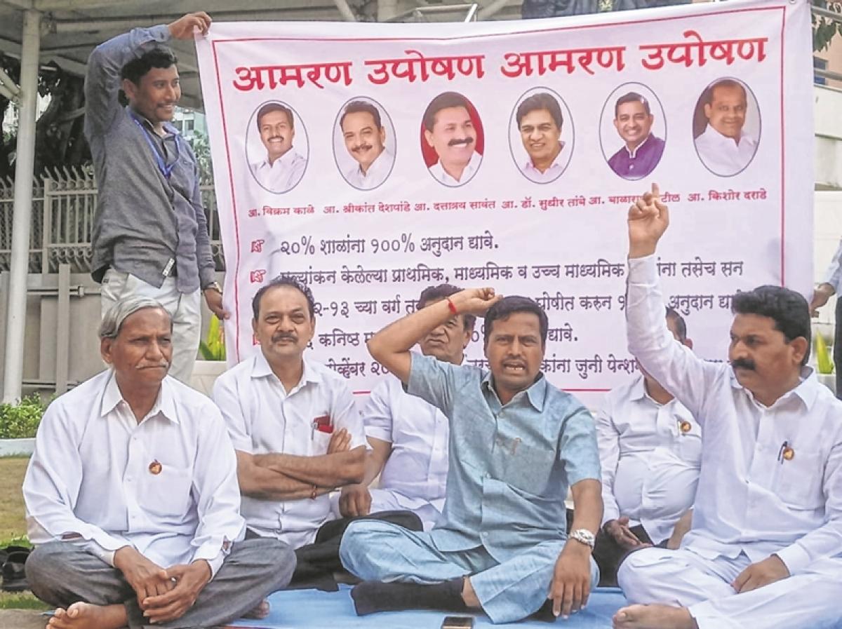 Mumbai: Legislators agitate in Vidhan Bhavan