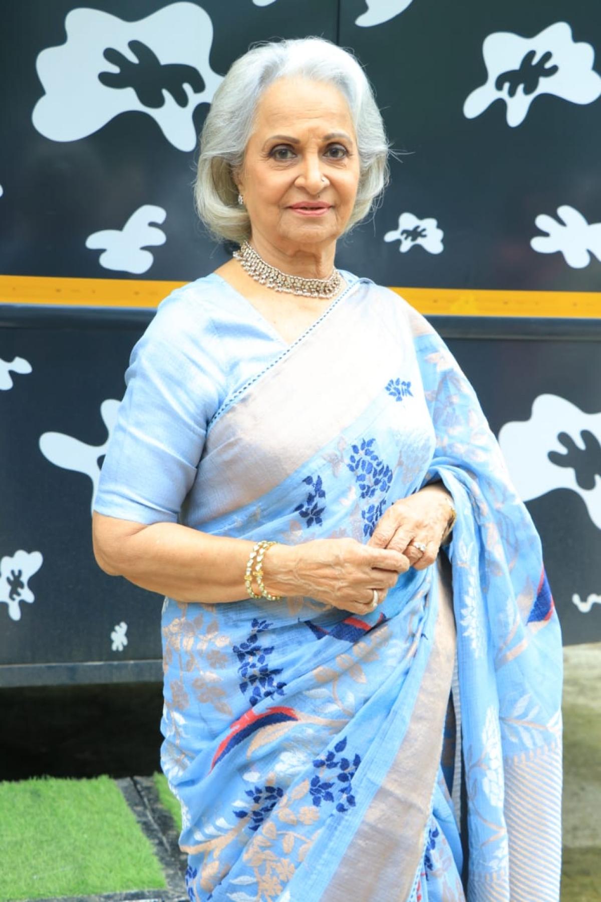 Veteran actress Waheeda Rehman was spotted wearing a elegant blue sarre on sets of Dance India Dance in Mumbai.